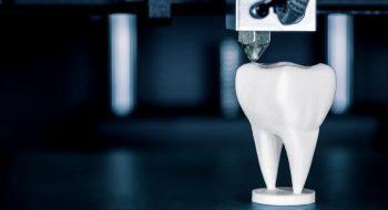 drukarka-3D-do-gabinetu-1024x683